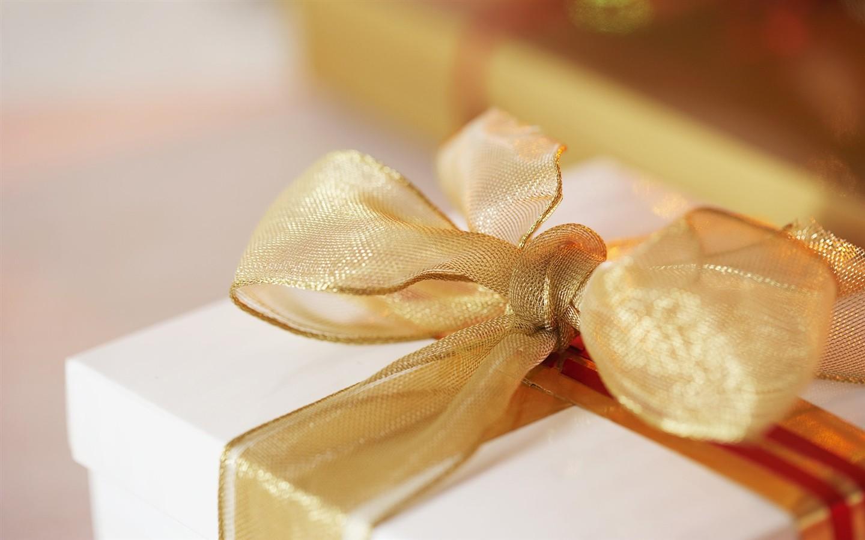 Какой подарок подарить на день