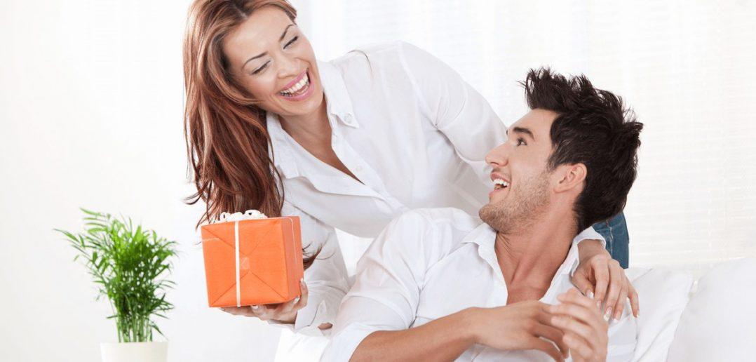 Женщина подарила мужу секс втроём на их годовщину  529968