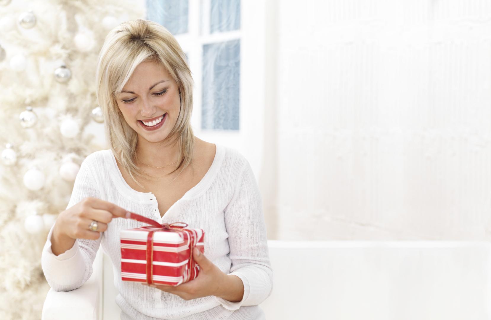 Подарки которые нельзя дарить девушке 15