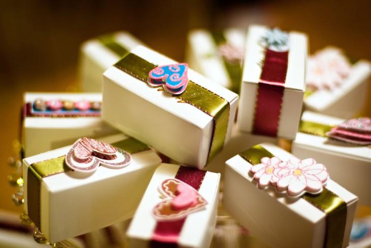 Памятные подарки гостям от юбиляра