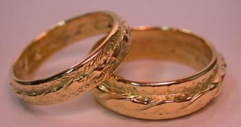Что можно дарить на золотую свадьбу