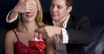 Что подарить девушке, чтобы удивить ее