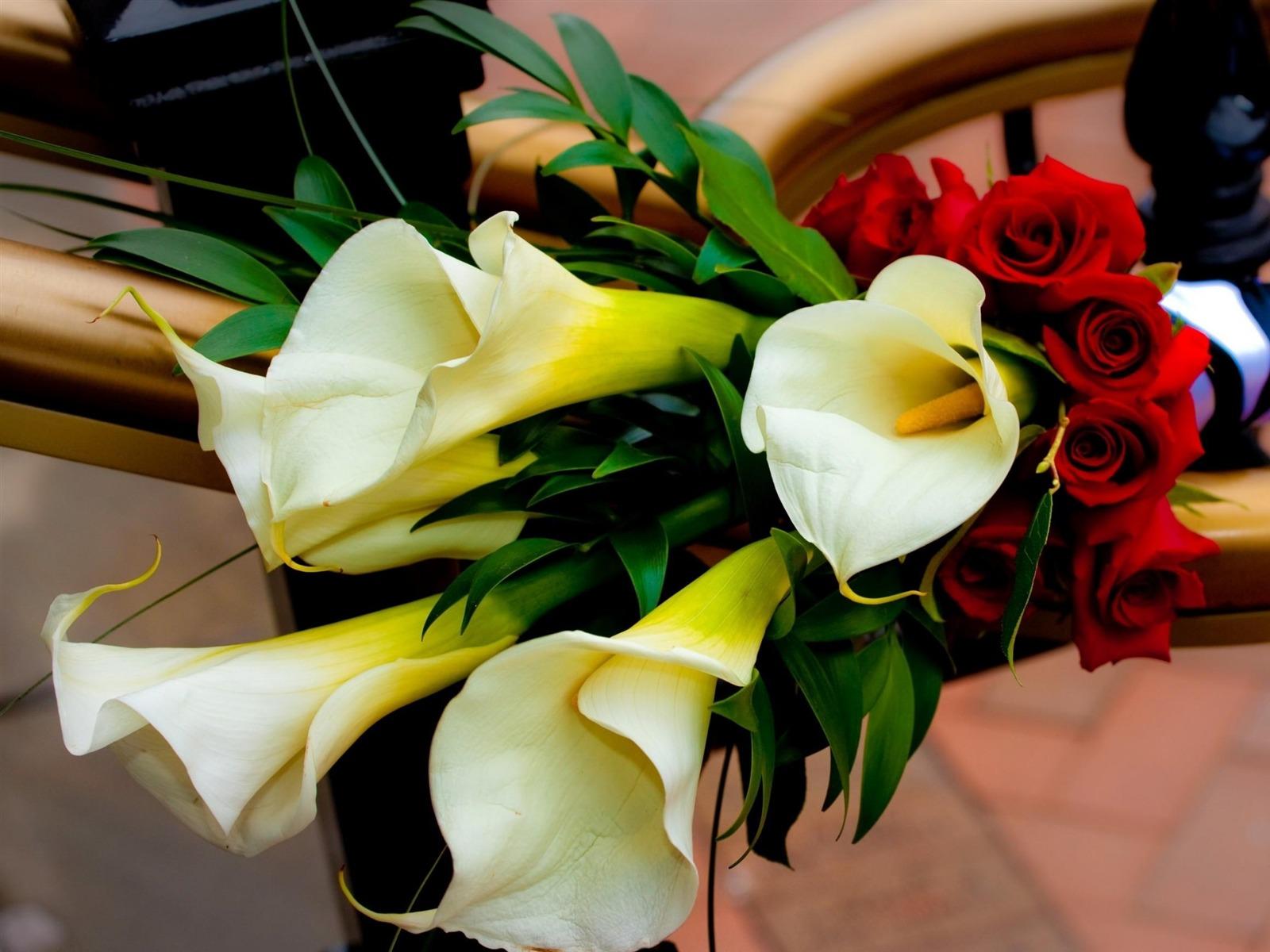 Дарят ли на юбилей мужчине цветы