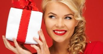Какой подарок глупо дарить девушке