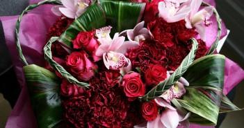 Что принято дарить маме невесты