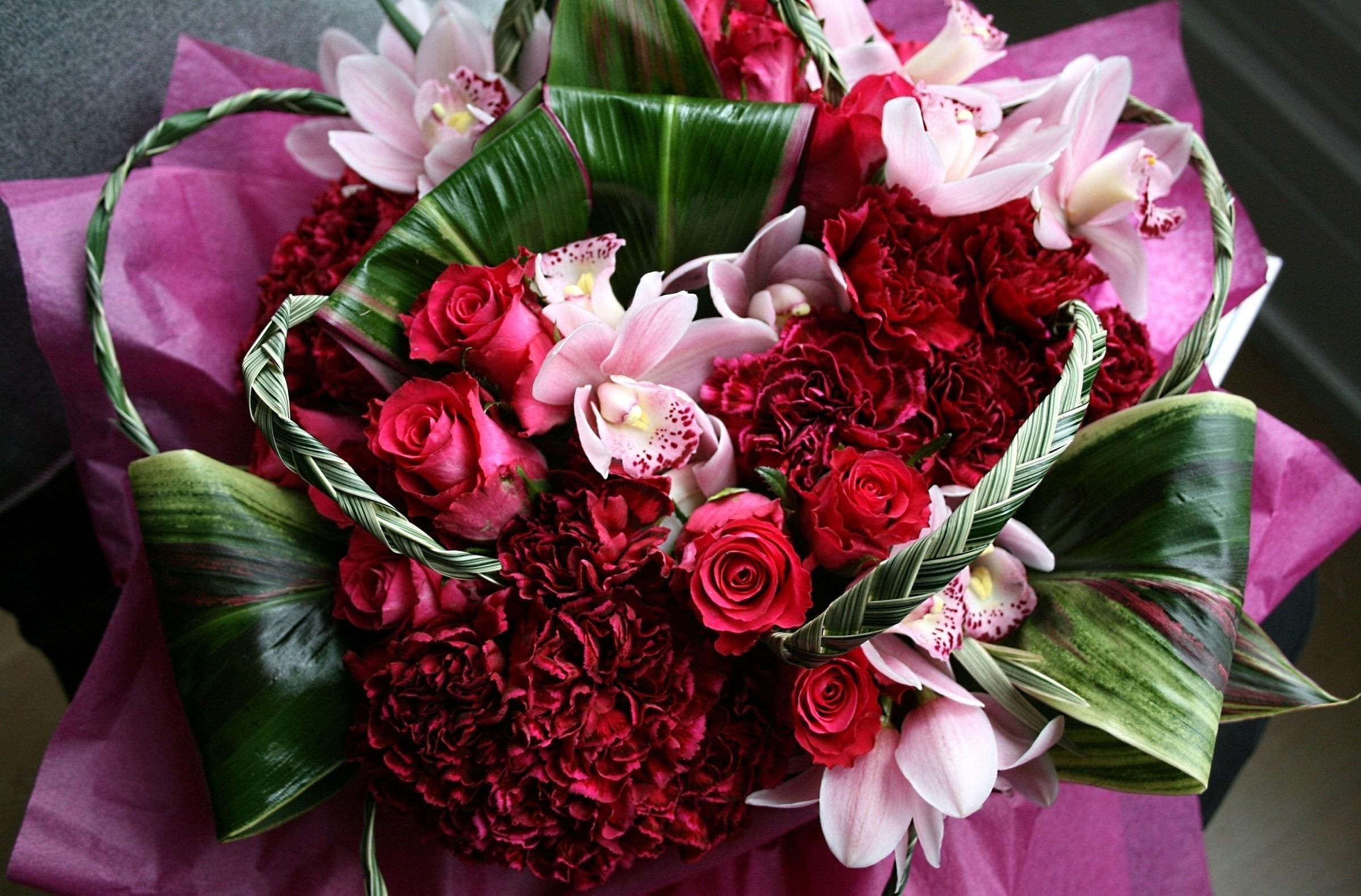 Какие цветы подарить матери