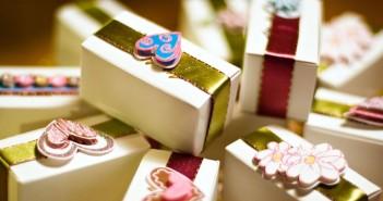 Что лучше дарить деньги или подарок