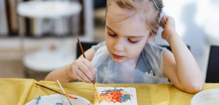 Новогодние украшения и подарки: на ВДНХ проходят мастер-классы для взрослых и детей