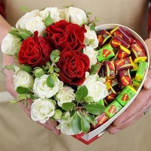 Розы и жвачки в коробке сердце, фото