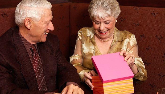 Подарок коллеге на 70-летие, фото