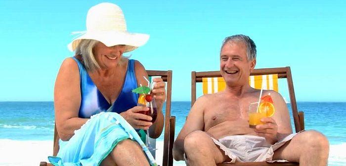 Пожилая пара на отдыхе, фото