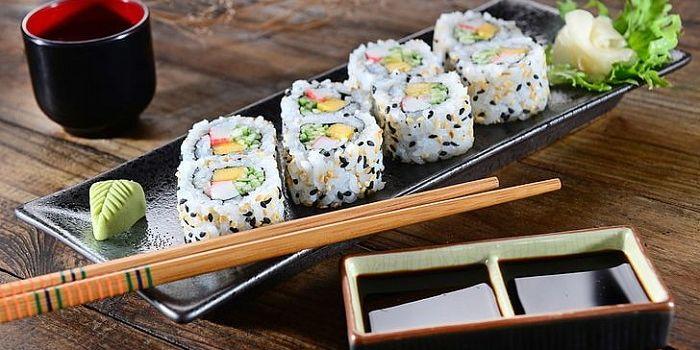 Тарелка для подачи суши, фото