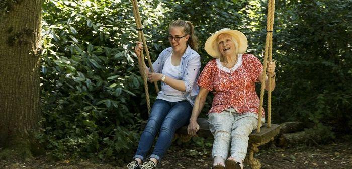 Внучка с бабушкой, фото