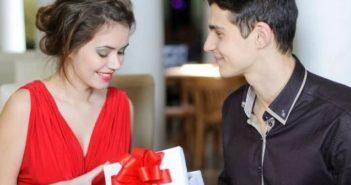 Подарок девушке на год отношений, фото