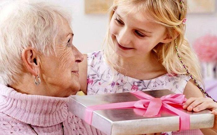 Подарок бабушке на день рождения от внучки, фото